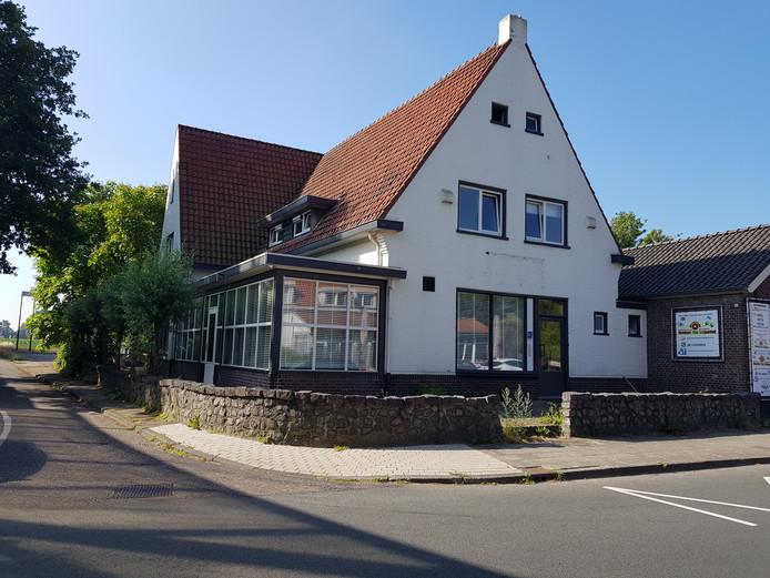 Voormalig restaurant Noord-Brabant of Sjapoo krijgt een nieuwe functie. Smits Beheer gaat er werknemers huisvesten.