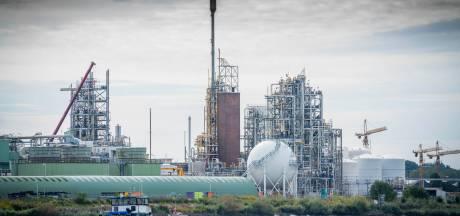 Drie actievoerders willen met handtekeningen zorgen dat bedrijven niet langer GenX mogen lozen in de Lek