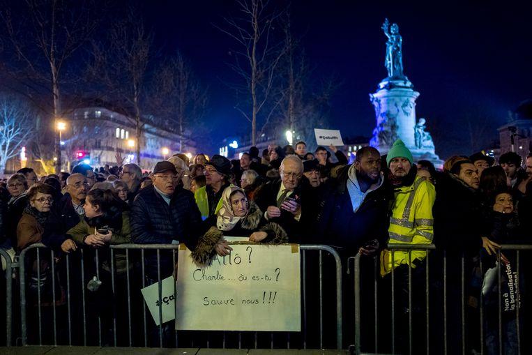 Op de Place de la Republique  in Parijs betoogden naar schatting twintigduizend Fransen dinsdagavond tegen het toenemende antisemitisme.  Beeld Getty Images