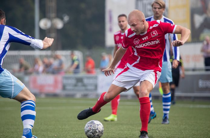 Nick de Bondt (rechts) scoorde en schoot een strafschop raak.