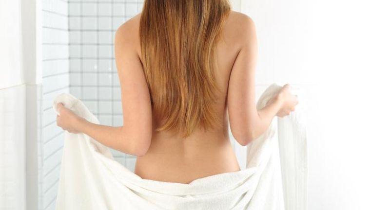 Inbreker betast vrouw in haar badkamer: \