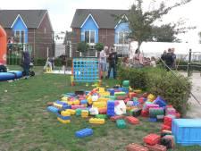 De buurt Sleutelbloem Boekel komt uit hun huizen om burendag te vieren