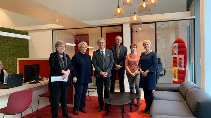 """Minister Muylle vol lof na bezoek aan RVA Roeselare: """"Mooi voorbeeld van efficiënte dienstverlening"""""""