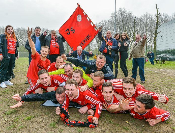 Liefhebbersvoetbalploeg Jonge Sportvrienden speelden in eigen huis kampioen.