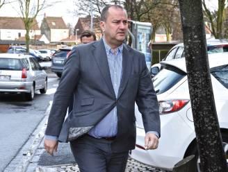 """Burgemeester van Waregem ziek in bed: """"Corona heeft me stevig vast"""""""