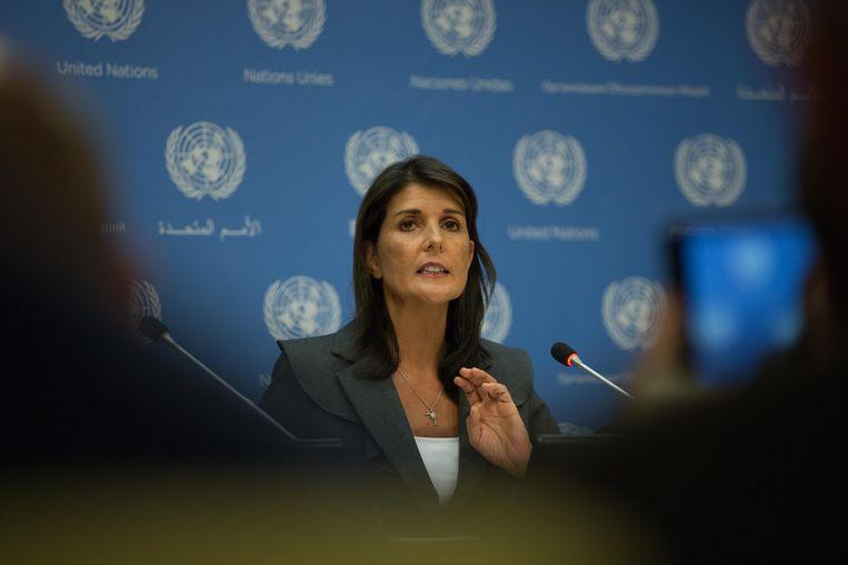 """De Veiligheidsraad van de Verenigde Naties komt vrijdag bijeen om zich te buigen over de situatie in de Syrische provincie Idlib. Dat zegt de Amerikaanse ambassadrice bij de VN, Nikki Haley. """"Idlib is ernstig. Het is een tragische situatie"""", aldus Haley."""