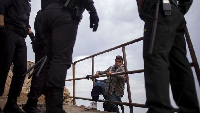 Un jeune demandeur d'asile tente de s'introduire illégalement dans l'enclave espagnole de Melilla (archives)