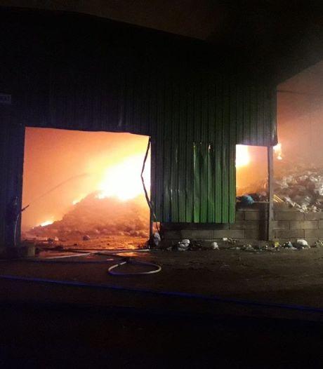 Violent incendie sur le site d'incinération de déchets de Virginal