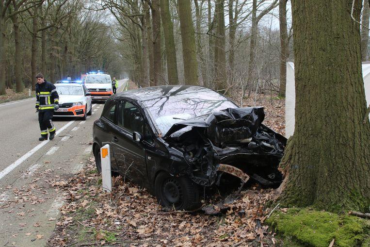 De bestuurder overleefde de klap niet bij dit ongeval aan Postel.