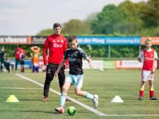 Ajax-clinic bij voetbalclub in Ter Aar