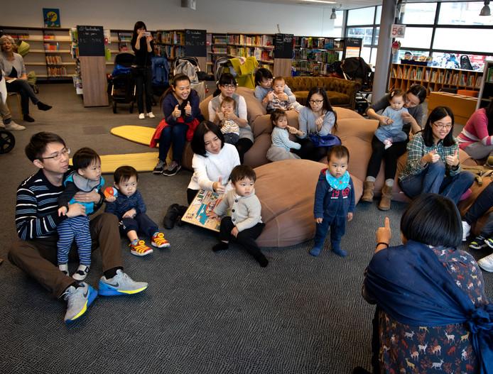 Chinees voorlezen in de bibliotheek Veldhoven