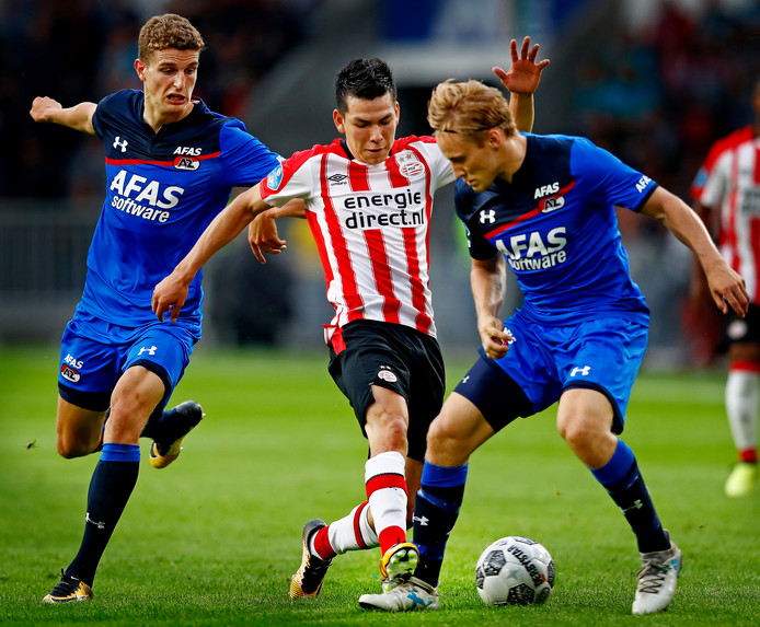 In zijn eerste competitiewedstrijd voor PSV tegen AZ was Lozano nauwelijks te stoppen. Hij maakte er ook zijn eerste doelpunt in de eredivisie.
