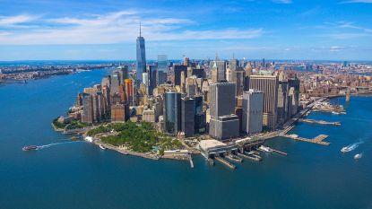 """Man in pak peddelsurft op de Hudson in New York naar het werk """"om geld uit te sparen"""""""