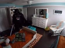 Il réveille son fils habillé en Dark Vador et la réaction du petit garçon est géniale