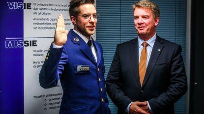 Maarten Vansteenkiste (28) legt eed af als nieuwe commissaris bij politiezone Het Houtsche