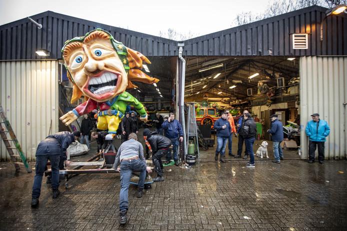 De Grote Twentse Carnavalsoptocht in Oldenzaal is vanwege het slechte weer afgelast.