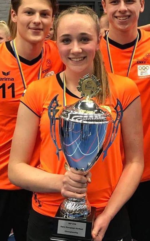 Willemijn Bouwens na haar eerste EK-eindoverwinning, met Oranje onder 19.