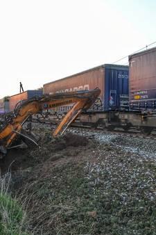 Trein botst op graafmachine bij Snoertsebaan in Deurne: hele dag geen treinen, geen gewonden
