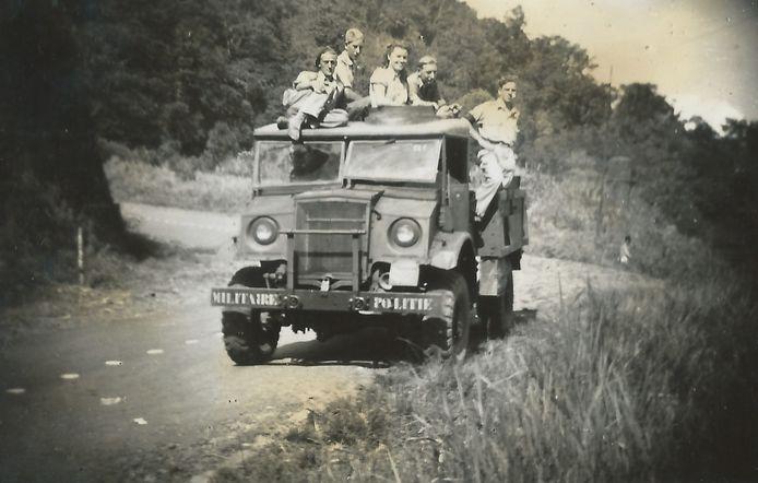 Evert-Jan op een legervoertuig in Nederlands-Indië