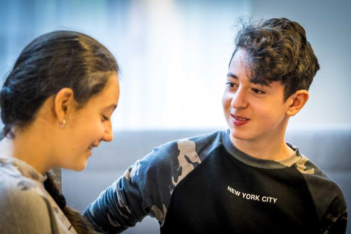 De Armeense kinderen Lily en Howick recent voor de zitting van de Raad van State over hun asielprocedure.
