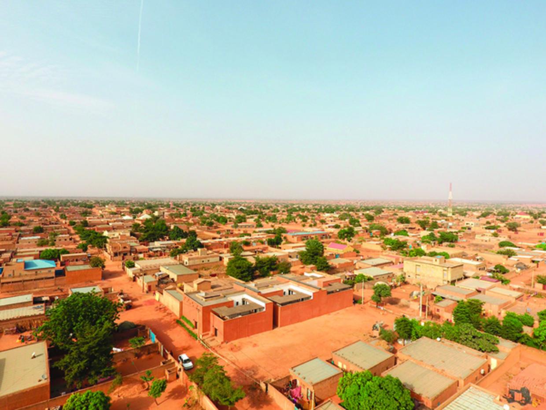 Woningen in Niamey gemaakt van lokaal materiaal.  Beeld United4design
