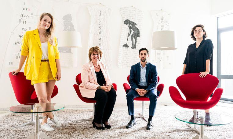 Van linksaf Luce van Kempen, SER-voorzitter Mariëtte Hamer, Hasher Ahmadi en Alex Tess Rutten van het SER-Jongerenplatform.                       Beeld Freek van den Bergh / de Volkskrant