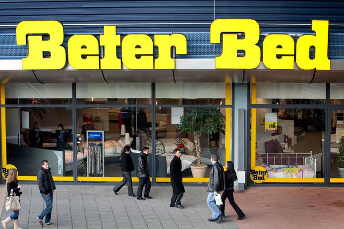Beter Bed in Uden moet op zoek naar nieuwe topman. Ton Anbeek verlaat het bedrijf en vertrekt naar de fietsenproducent Accell.