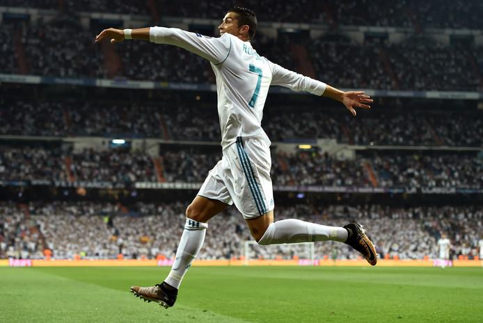 Cristiano Ronaldo viert zijn goal tegen APOEL Nicosia.