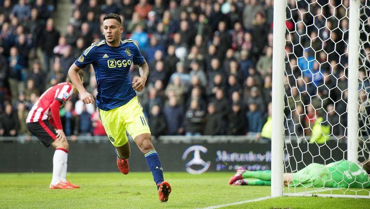 Ajax-speler Kishna viert zijn doelpunt tegen PSV. Beeld epa