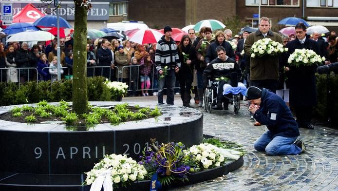 Een jaar na de aanslag door Tristan was er een emotionele herdenking in Alphen aan den Rijn.