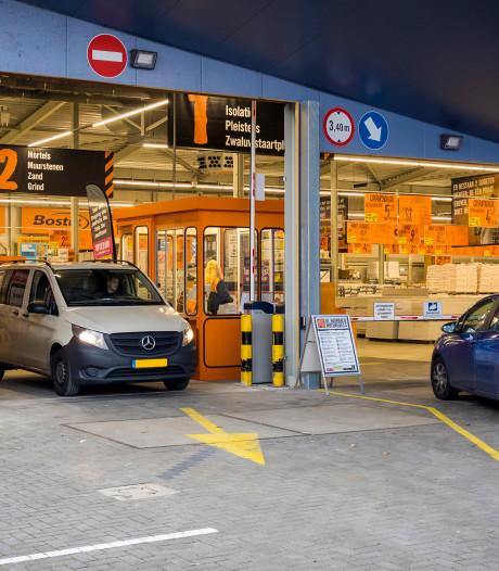 Met de auto de bouwmarkt in: Hornbach in Ypenburg heeft nu ook een drive-in