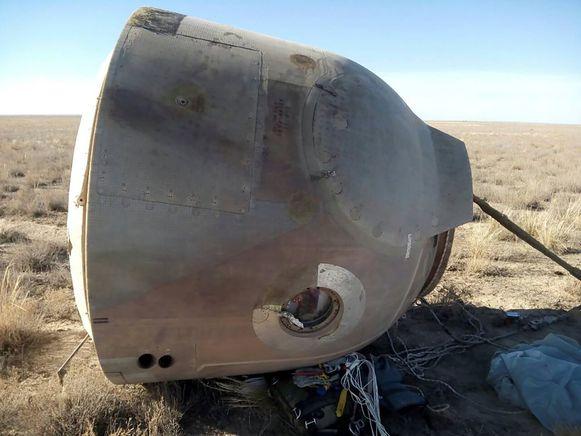 De capsule waarin Nick Hague en Alexei Ovchinin zaten. De astronauten zijn veilig terug op aarde geland in Kazachstan.