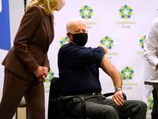 Joe Biden laat zich live op tv vaccineren: 'Niets om je zorgen over te maken'