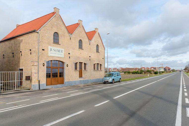 Links de huidige brouwerij Jus de Mer, rechts ten tijde van Lion d'Or.
