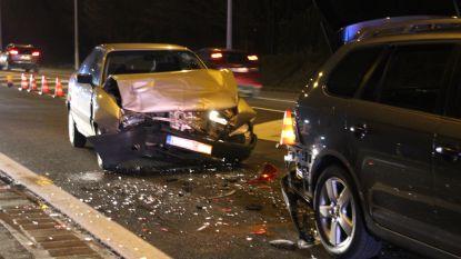 Vier gewonden bij kop-staartbotsing met drie auto's