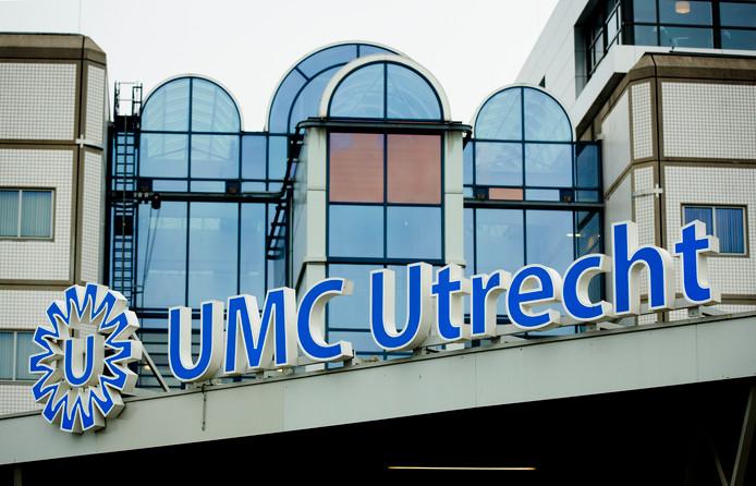 2014-12-07 11:43:29 UTRECHT - Logo van het Universitair Medisch Centrum Utrecht (UMC). Het ziekenhuis heeft vier bedden beschikbaar voor buitenlandse hulpverleners die met ebola zijn besmet. De eerste patient op deze afdeling komt uit Nigeria. ANP BART MAAT