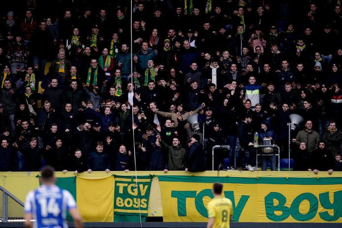 Fortuna-supporters tijdens de wedstrijd tegen Heerenveen