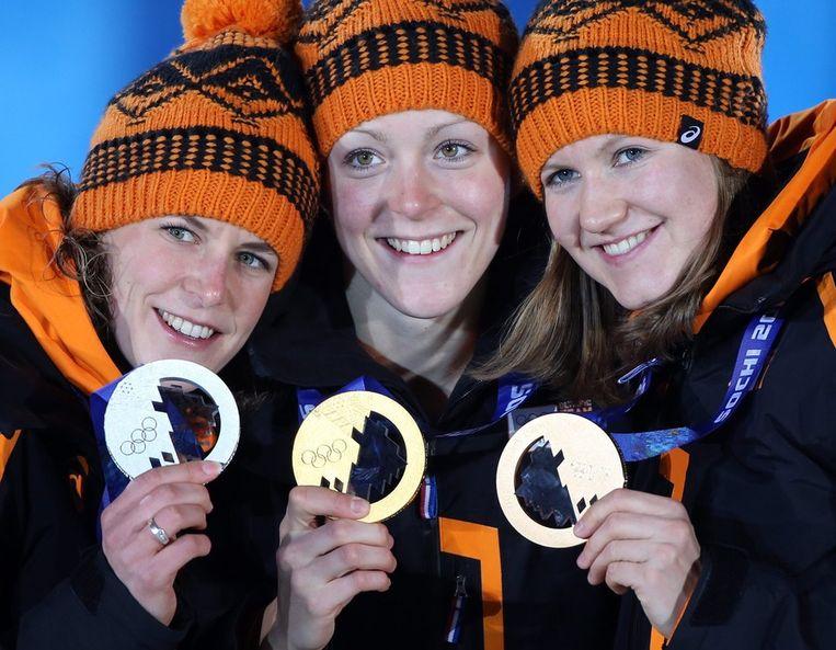 Ireen Wüst (links), Jorien ter Mors en Lotte van Beek (rechts) Beeld epa
