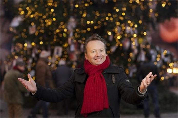 Joris Linssen bij 'zijn' kerstboom.
