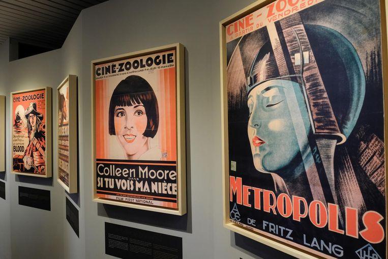Er hangen ook tal van filmposters uit de interbellumperiode.