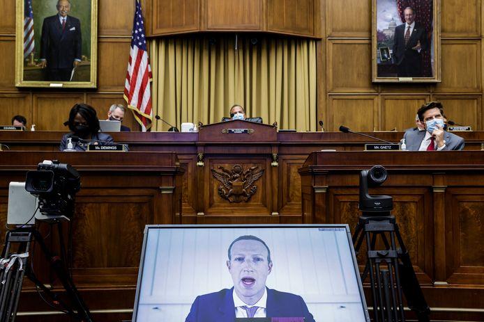 Mark Zuckerberg getuigt voor het Amerikaanse Congres.