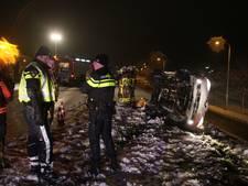 Auto slipt en vliegt over de kop in Harderwijk