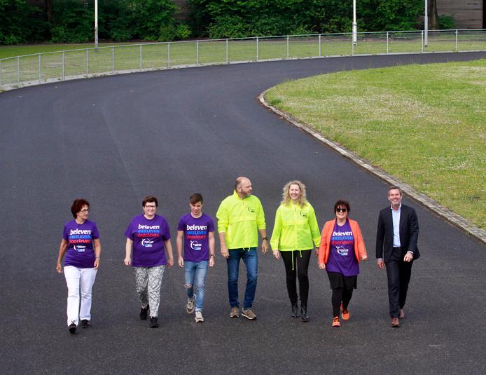 Roosendaal : Organisatoren en deelnemers van de SamenLoop voor Hoop op de baan van Wieler Experience , daar is in het weekend van 15 en 16 juni de grote wandelestafette voor KWF en vele andere activiteiten daar omheen.