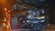 Bestuurder boort splinternieuwe BMW X5 in signalisatiewagen op E313