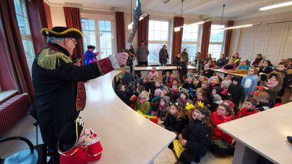 Burgemeester en schepenen ontpoppen zich tot zeerovers tijdens kindercarnaval