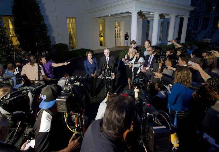 De Democraten Nancy Pelosi en Harry Reid geven een verklaring na afloop van het gesprek met president Obama. Beeld reuters