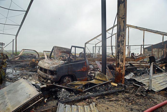 De dag erna: het verwoestende werk van de vlammen is goed zichtbaar.