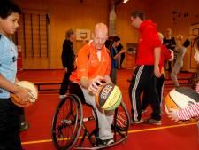 Basketballers Mevo in een rolstoel