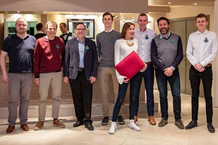 Vleugels werden uitgereikt aan zes nieuwe piloten (Foto Mattijs Cuppens)