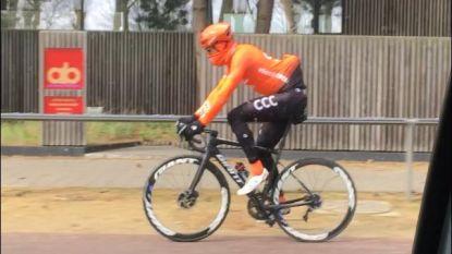 Van Avermaet traint met Roubaix-fiets